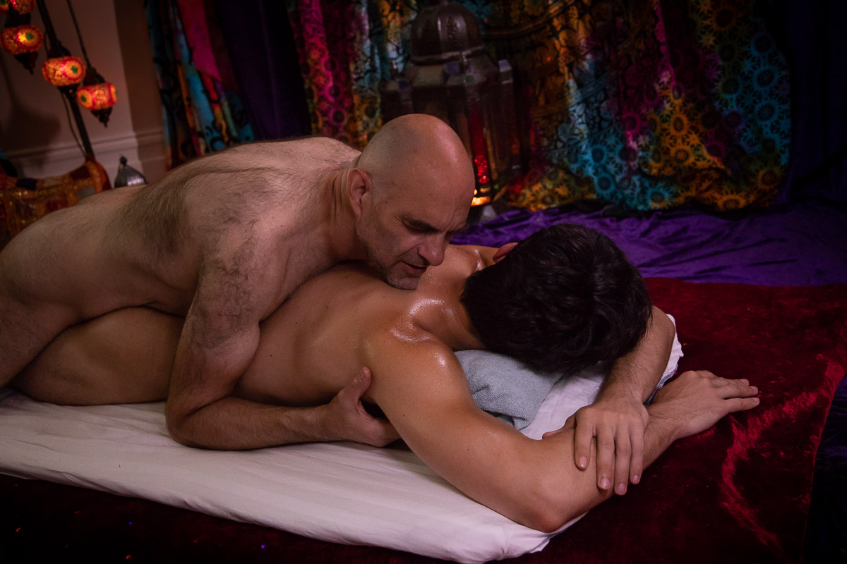 Experience the pleasure of a Sensual Gay Massage in West London